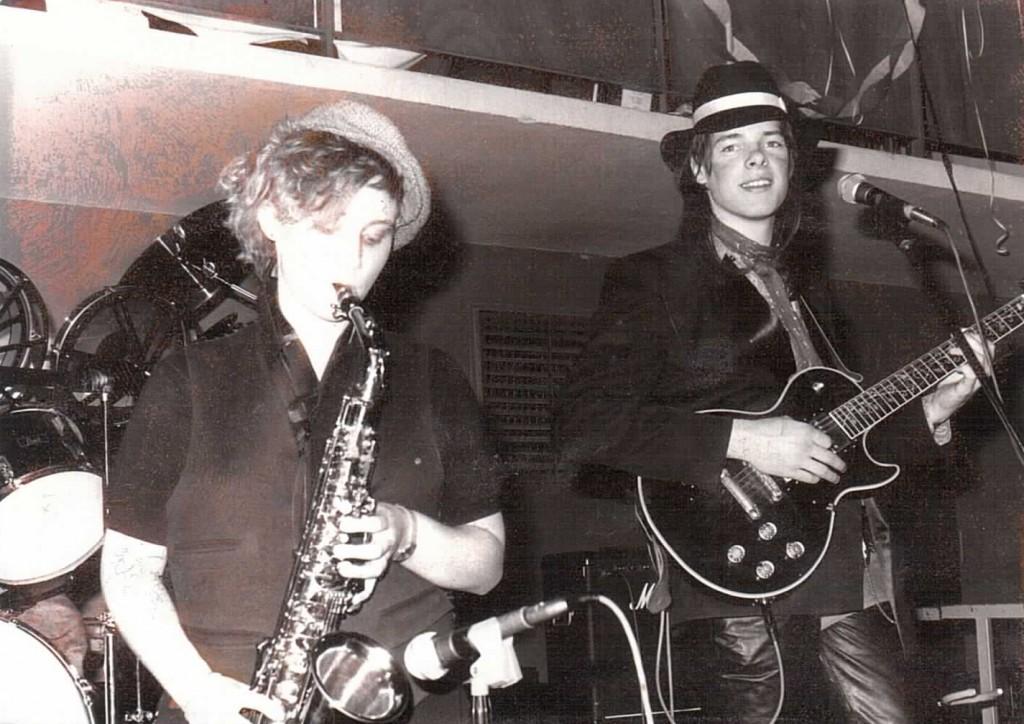 Sebi_und_Saxophonistin_Alte_Turnhalle_1985